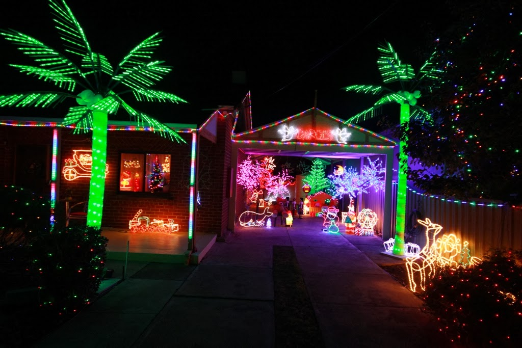 In the week we took another trip out to look at more Christmas lights. this  time we headed west, to Pelham Street in Ethelton, where many houses in  this ... - Tony's Photo Blog: More Christmas Lights
