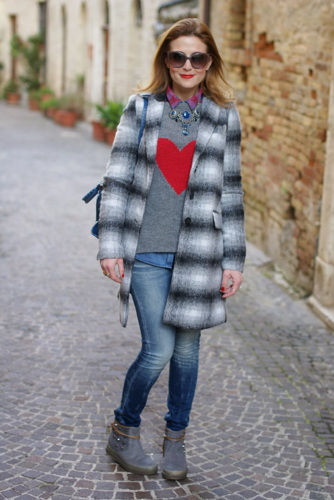 Zara checked coat, heart sweater, Balenciaga City cobalt blue, Ruco Line boots, Fashion and Cookies, fashion blogger