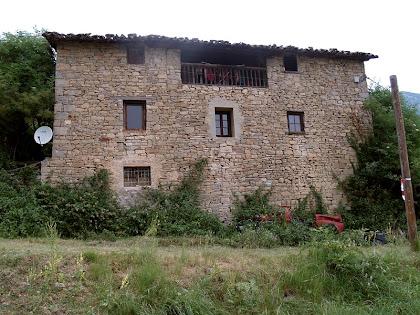 La façana de migdia del mas Viladomat