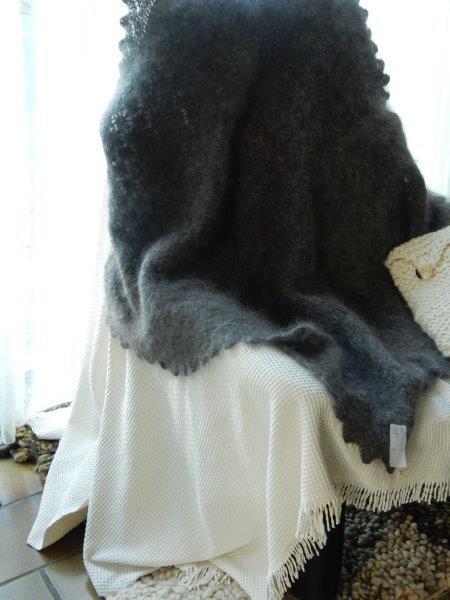TE KOOP: grijze langharige plaid,langharige: 100% wol.
