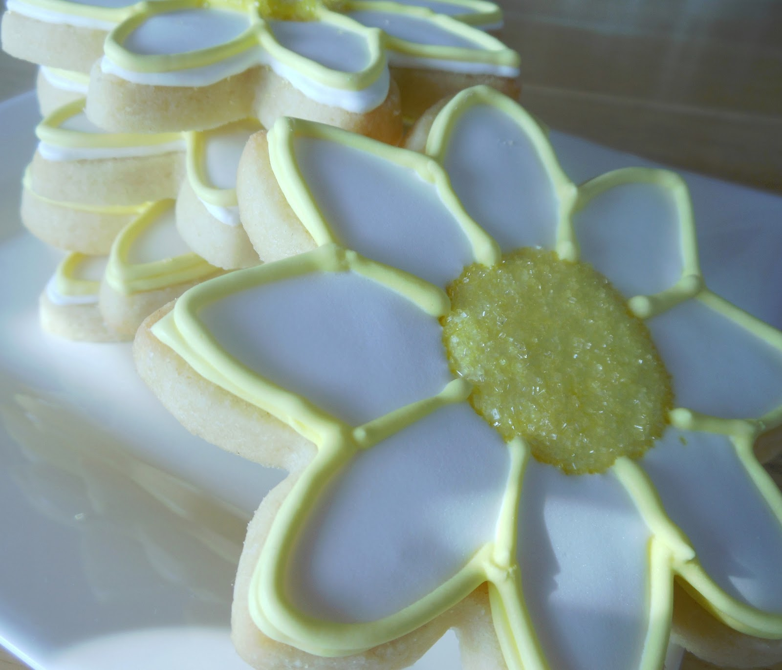 how to make bright yellow icing