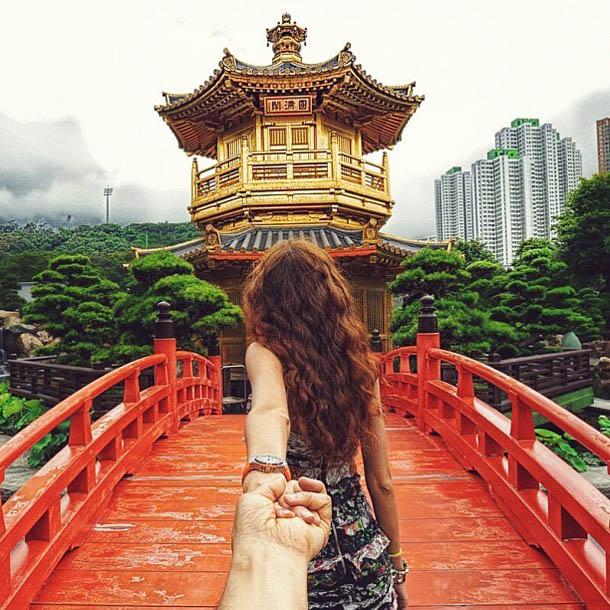 Follow Me To - Templo - Fotógrafo Murad Osmann segue a namorada pelo mundo