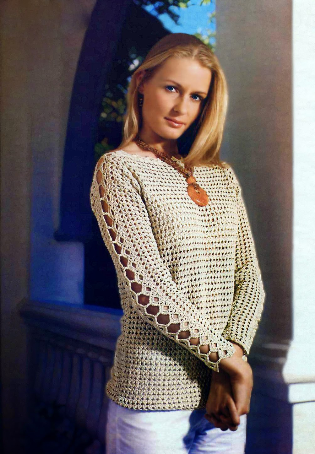 Вяжем крючком женские пуловеры