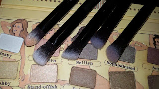 http://www.cndirect.com/cosmetic-set-eyeshadow-foundation-wood-pro-makeup-brush-tools-3.html?utm_source=blog&utm_medium=banner&utm_campaign=lendy417