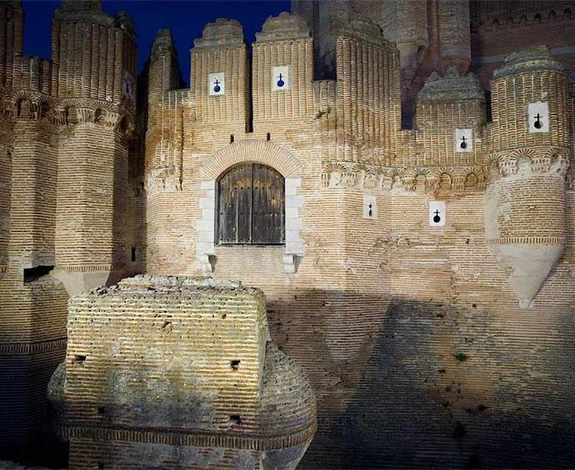 Castelo de Coca: antiga ponte levadiça e grade defensiva