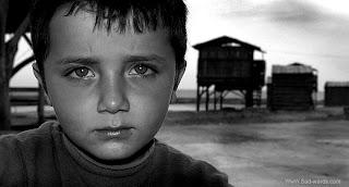 اجمل صورة حزينة للاطفال ابيض واسود