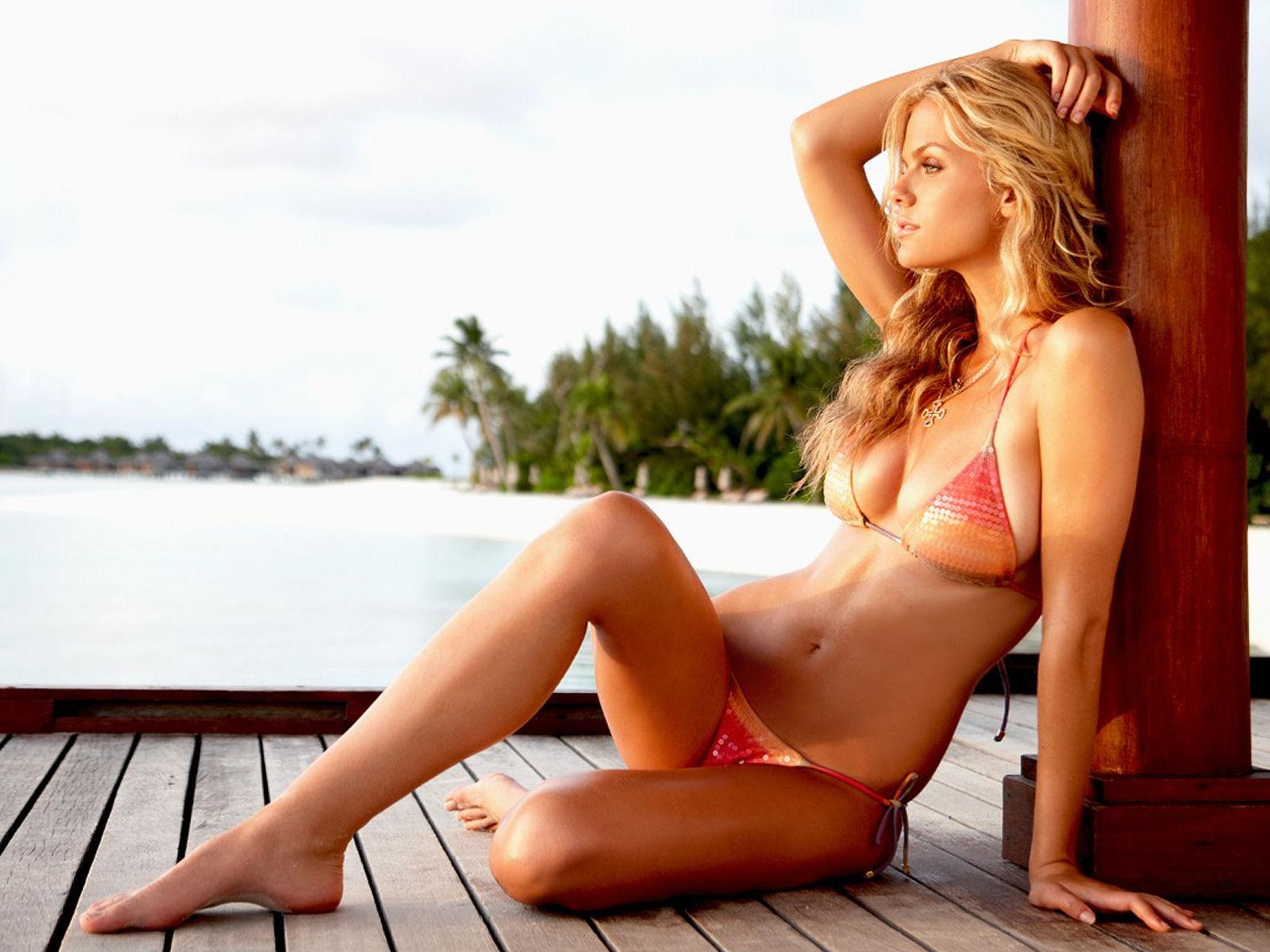 http://3.bp.blogspot.com/-WRviBO0NwPo/TpmbI1tlsrI/AAAAAAAABJk/XQRpV-dMJxE/s1600/Brooklyn+Decker+IN+Bikini+%25288%2529.jpg