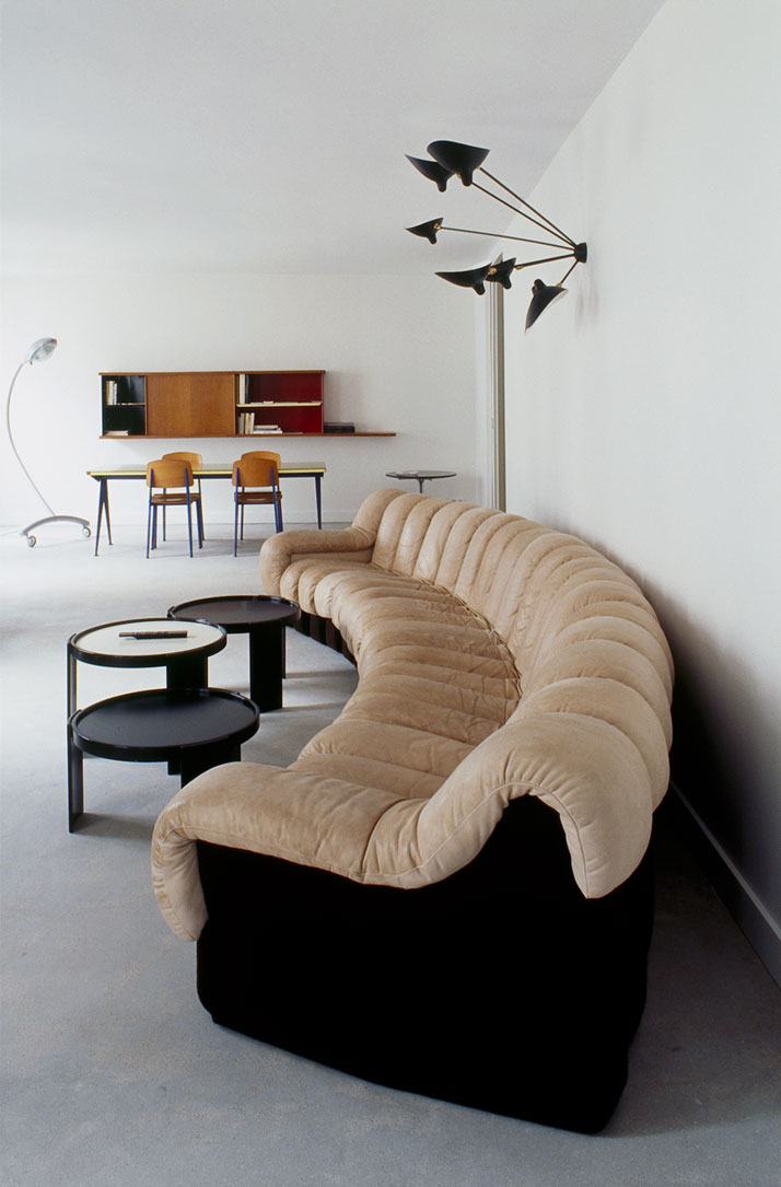 Let 39 s stay azzedine ala a 39 s apartment in paris for Azzedine alaia designer