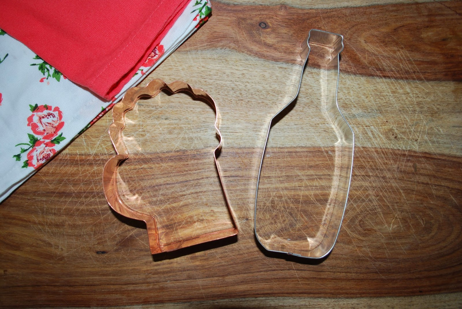 beer mug beer bottle cookie cutter