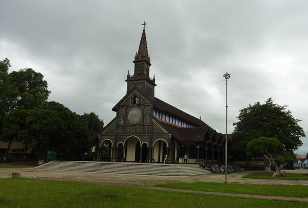 Kết quả hình ảnh cho Nhà thờ gỗ Kon Tum