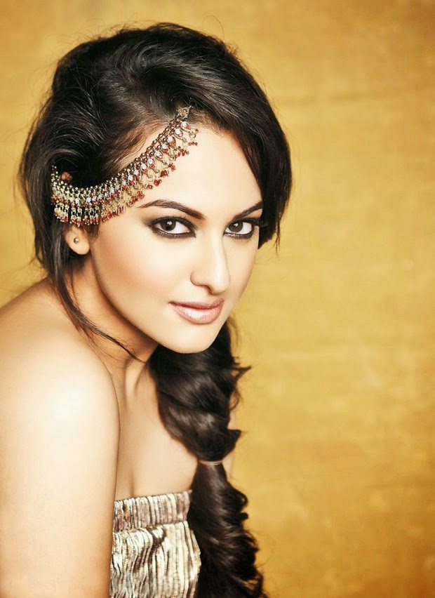 Holiday Movie Girl Sonakshi Sinha hot wallpaper collection in 2014