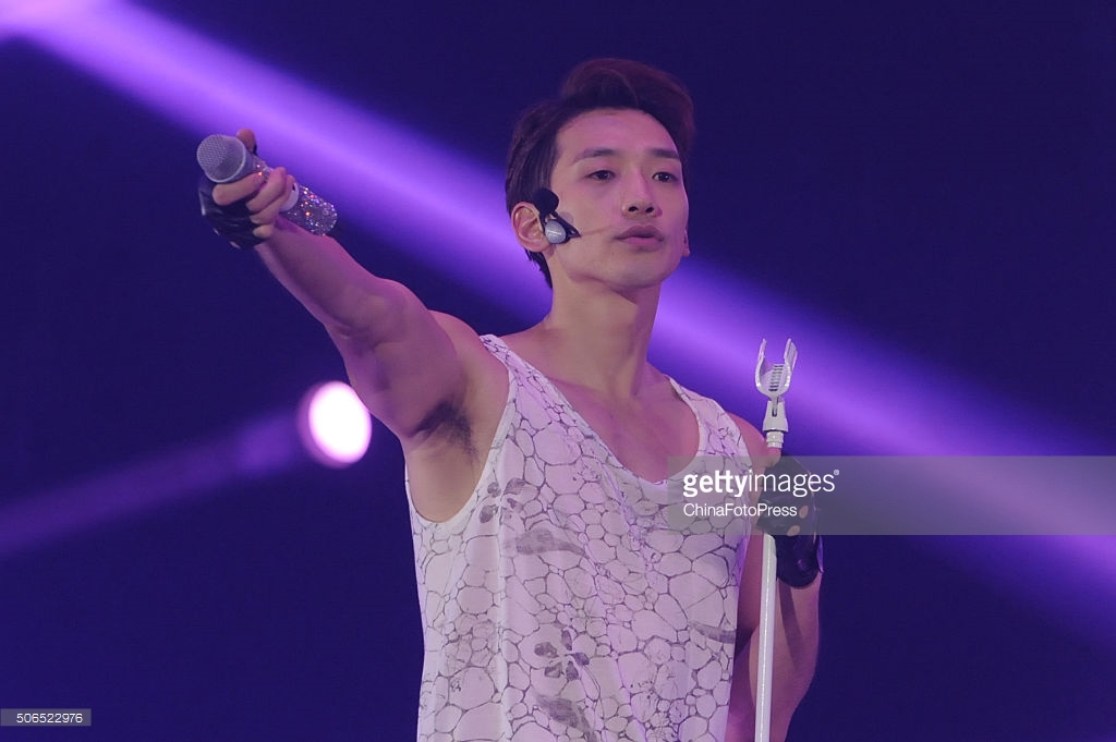 http://3.bp.blogspot.com/-WSkzndRwkuM/VqXRXKD6D4I/AAAAAAABQxg/LzAEdkb1IQo/s1600/south-korean-singer-rain-performs-onstage-during-his-concert-the-picture-id506522976.jpg