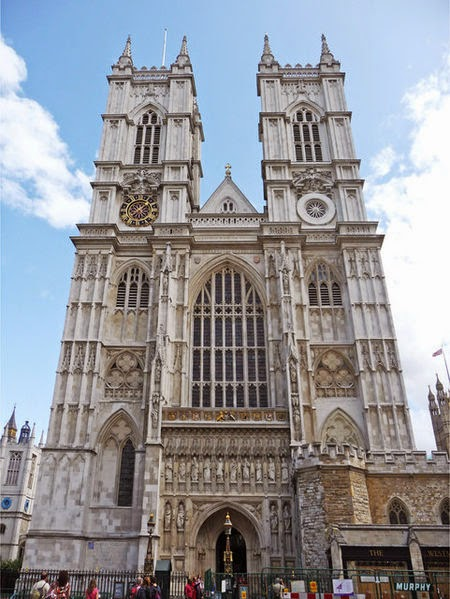 Westminster Abbey (west side) - London things to do | Travel London Guide