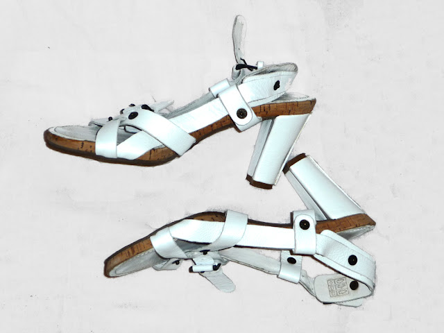 Sandale  cu barete si toc mediu, albe, foarte comode, noi