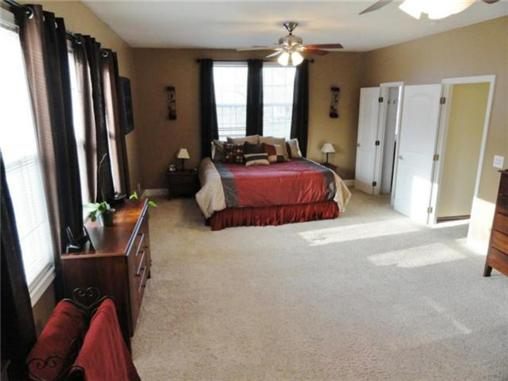 Nearly one acre beautiful 5 bedroom home in desoto ks for Beautiful bedroom pictures only
