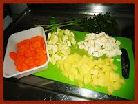 Preparando os ingredientes para sopa de legumes