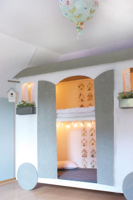 ikea hochbett an der wand befestigen. Black Bedroom Furniture Sets. Home Design Ideas