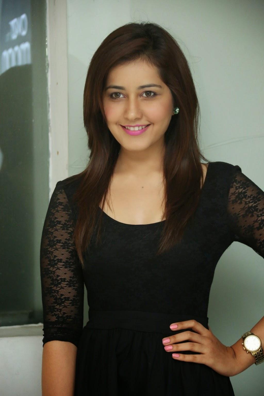 Rashi Khanna Hot