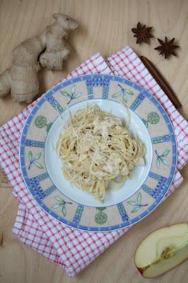 Spaghetti w sosie jabłkowym