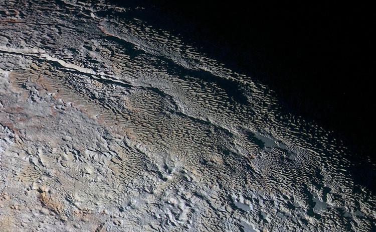 """Imágenes  de Plutón muestran """"escamas de dragón"""" en su superficie"""