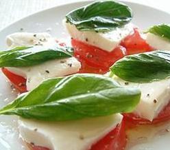 Salada de muçarela e tomate