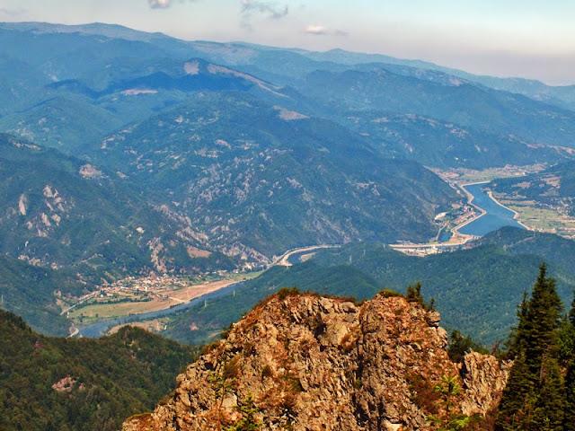 panorama valea oltului varful cozia