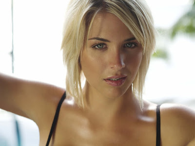 English Glamour Model Gemma Atkinson Wallpaper
