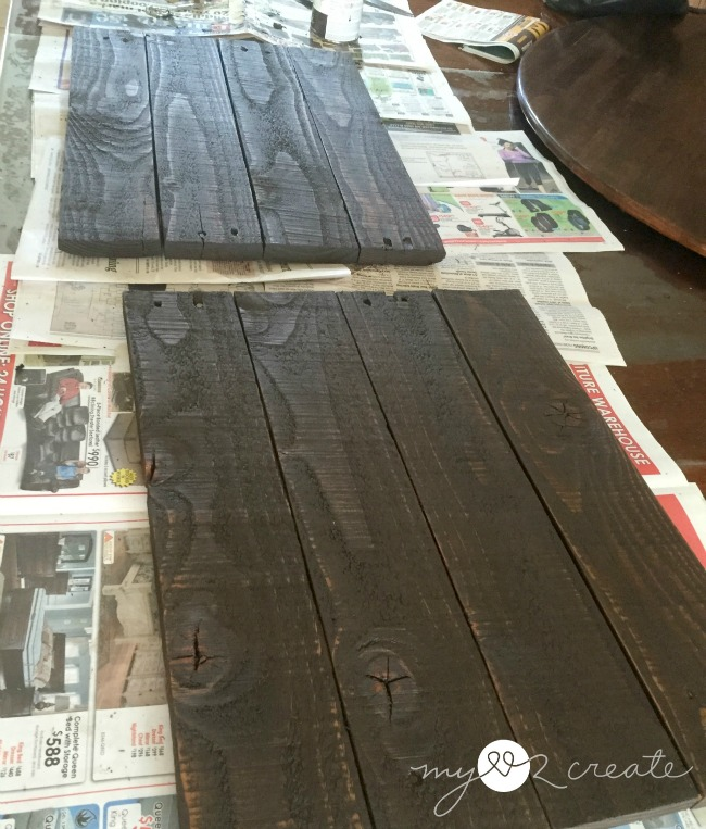 Staining pallet wood frame backdrop
