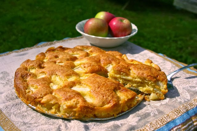 Marie-Helene's Apple Cake: simplelivingeating.com