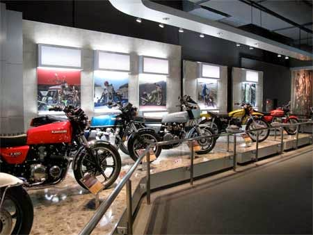 koleksi gambar motor yamaha di museum