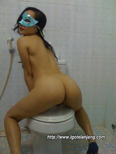 tante bugil di kamar mandi