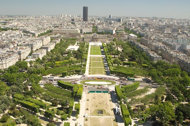 Paris, Perancis, Travelling, Eiffel, Menara Eiffel, Eiffel tower, tempat wisata, wisata, Champ de mars, eropa