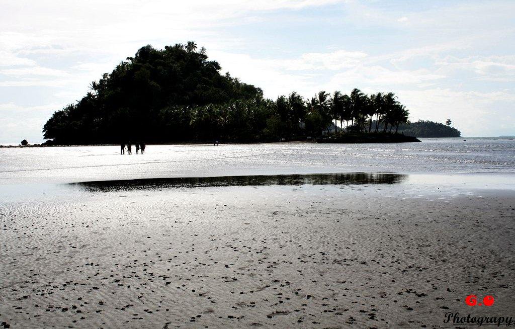 FOTO] Pantai air manis dan batu malin kundang