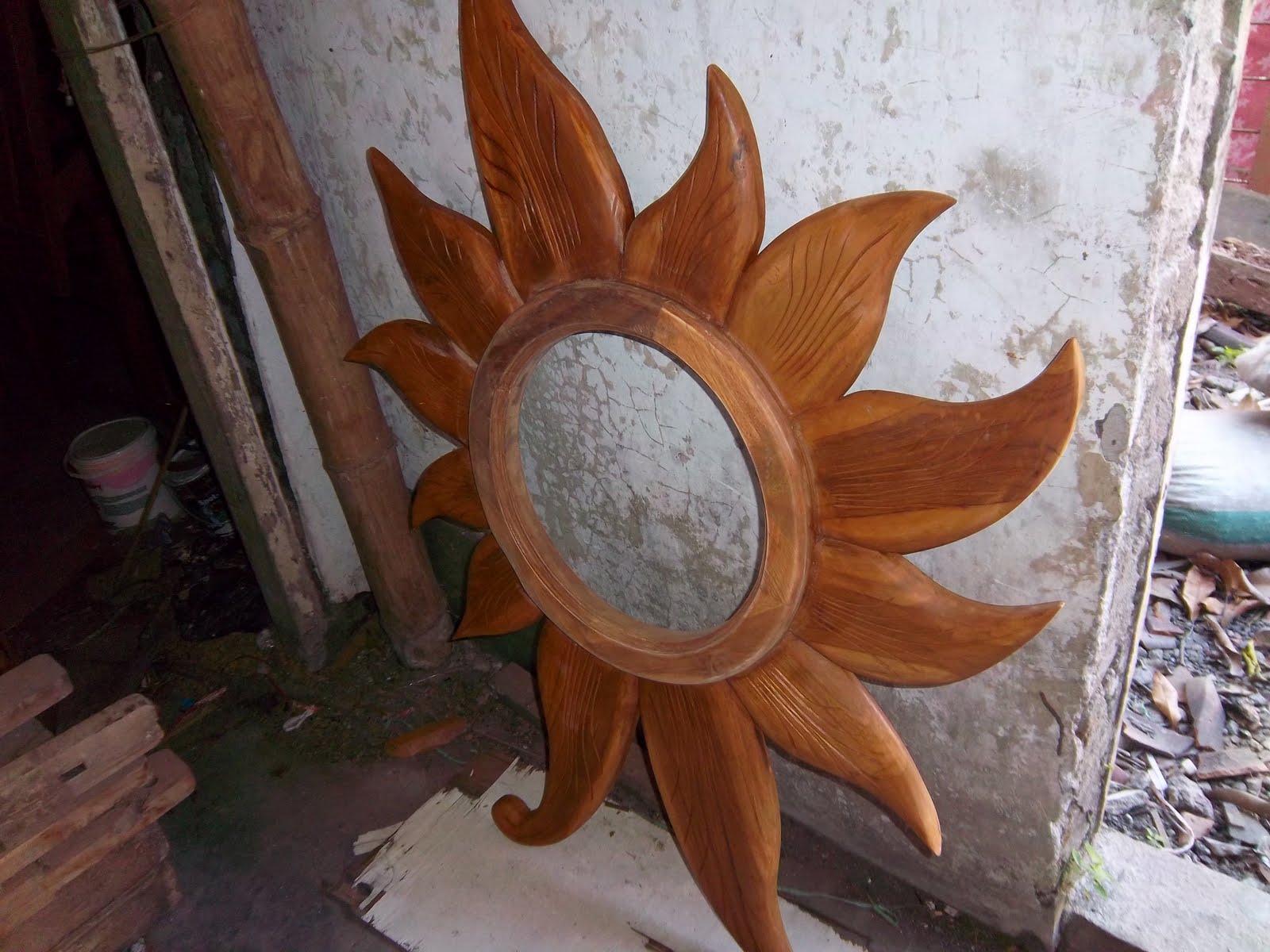 Yogyakarta Craft Cermin Unik Model Bunga Matahari
