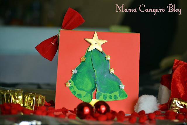 Postal Navidad huellas bebe