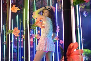 Sneha Ullal Beautiful Sizzling Mini Skirt Item Song Must See Pics