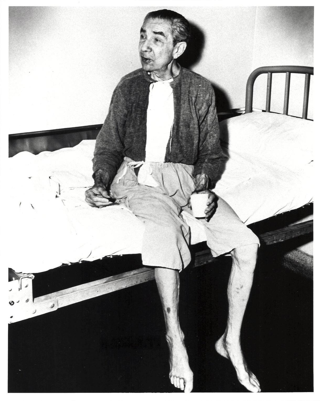near skeletal bela lugosi in rehab 1955 b ela lugosi died on august    Ed Wood Bela Lugosi