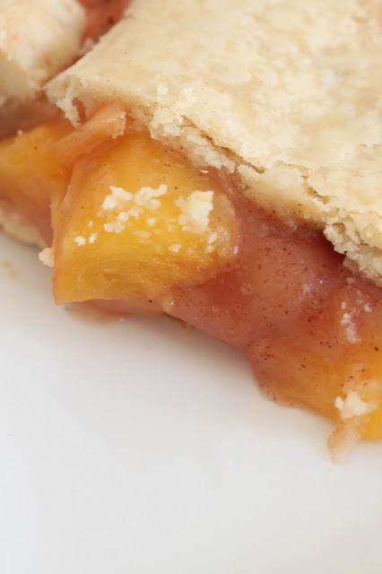 Old Fashioned Peach Pie | Tortillas and Honey