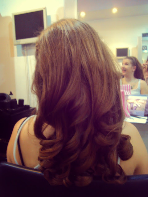Hairdresser curls