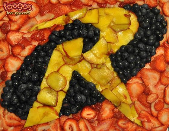 Logos criativos de heróis em alimentos