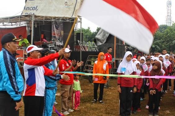 Ratusan Warga Meruyung Ikuti Lomba Jalan Santai Piala Wakil Walikota