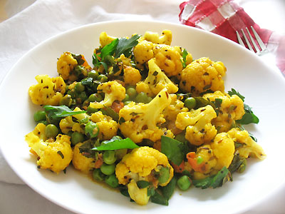 cauliflower and pea curry