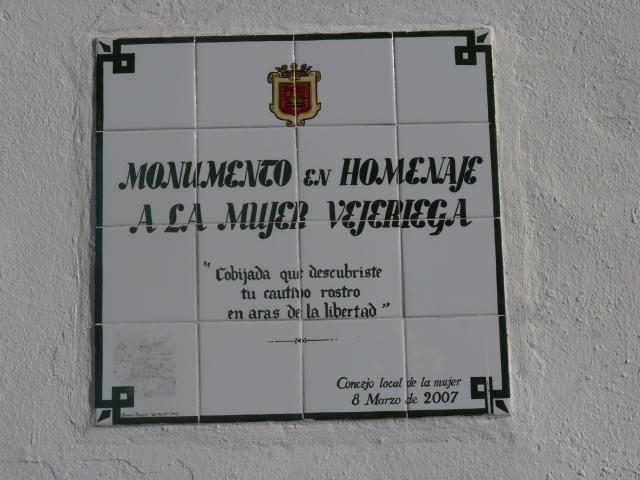 placa homenaje a la mujer vejeriega