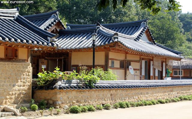 Hanoks en la aldea Museom de Corea