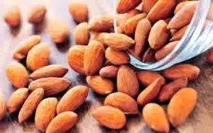 Cara memerahkan bibir dengan minyak kacang almond