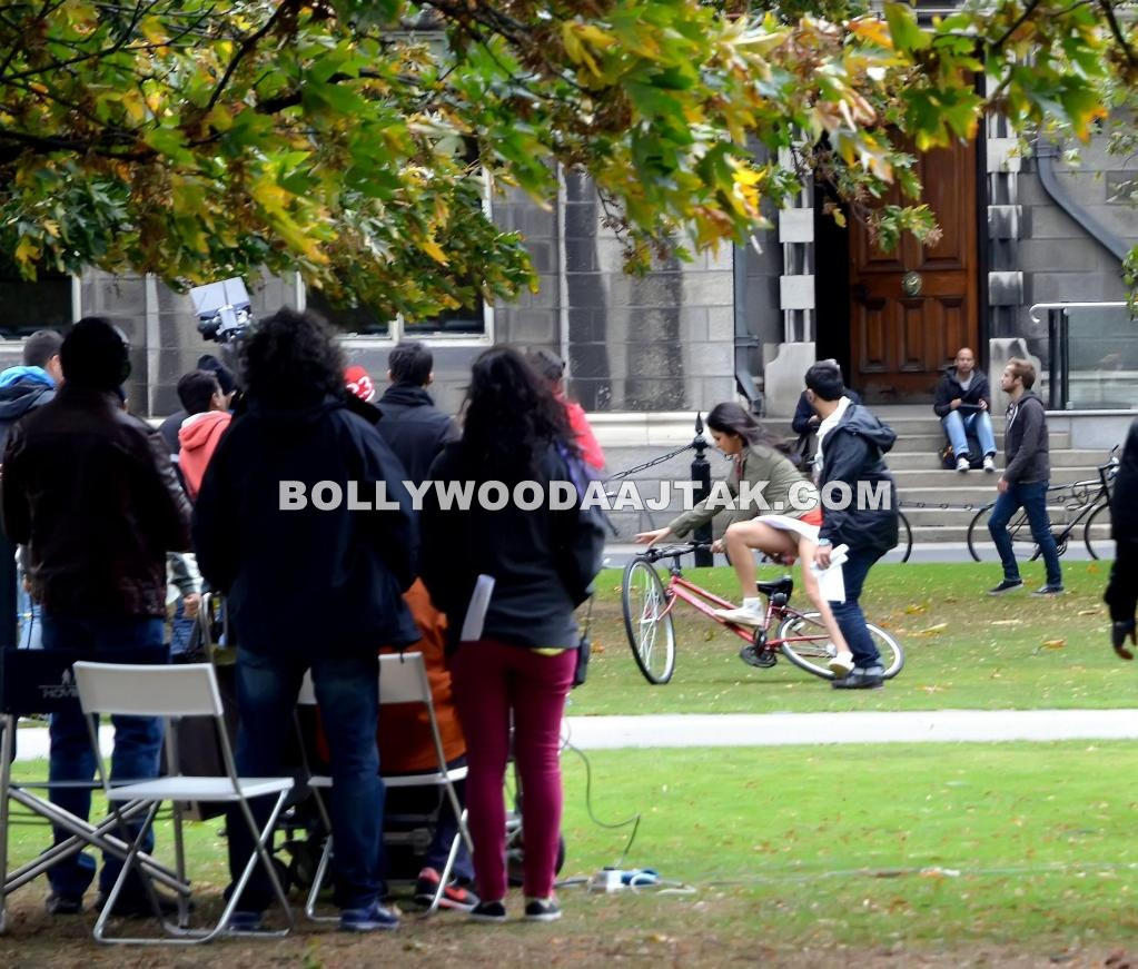 Katrina kaif Bicycle Slip at Ek tha Tiger sets