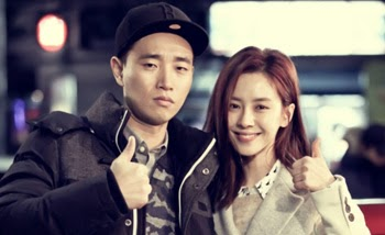 Kang Gary 강개리 and Song Ji Hyo give thumbs up on the set of Emergency Couple 응급남녀.
