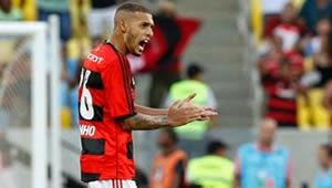 Flamengo recebe proposta milionária por Paulinho e já procura substitutos