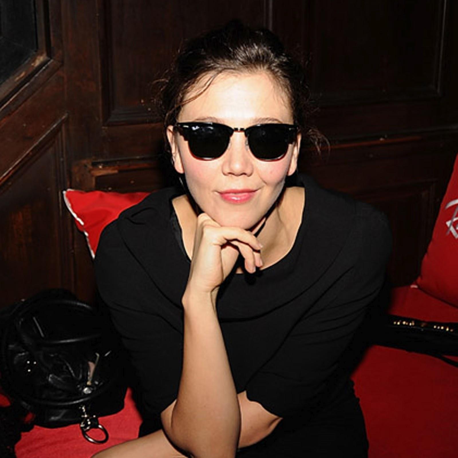 http://3.bp.blogspot.com/-WY4GgB7DiLc/T2dyFm9keDI/AAAAAAAADBk/xSFQNK8stcY/s1600/MaggieGyllenhaal.jpg