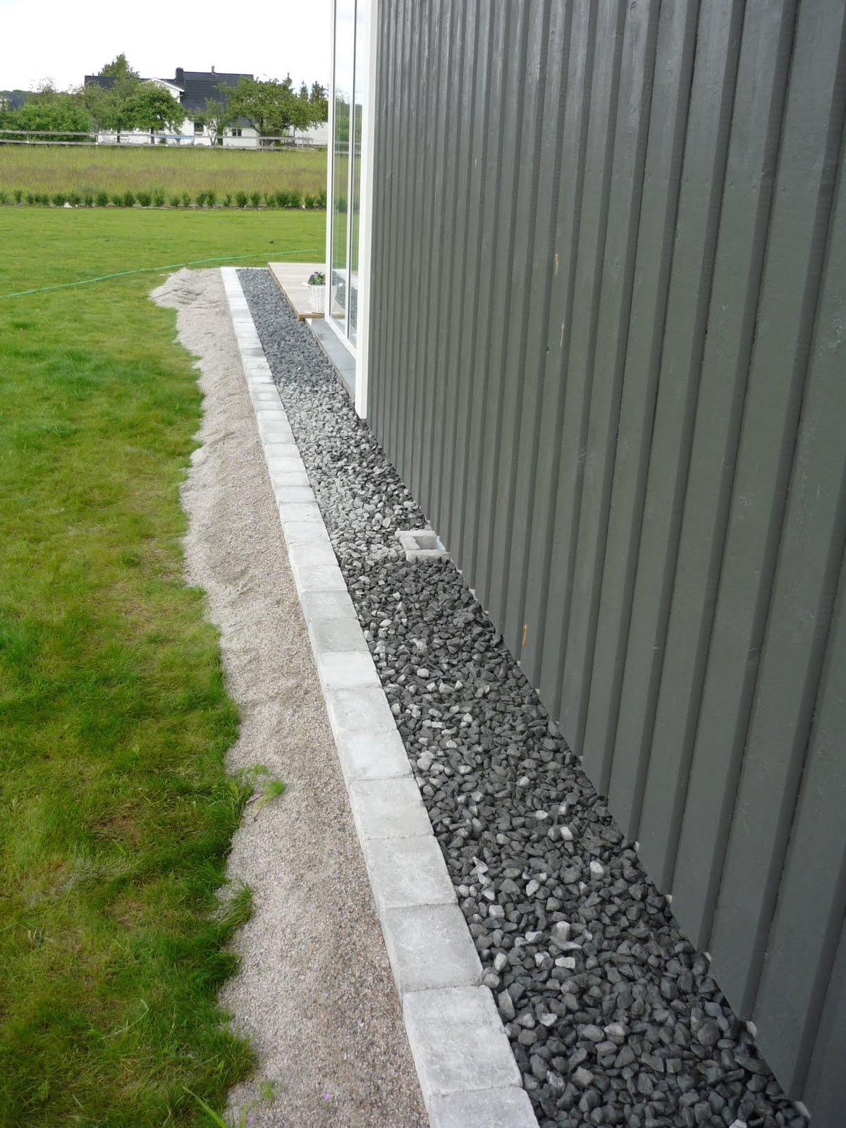 sten vid husvägg
